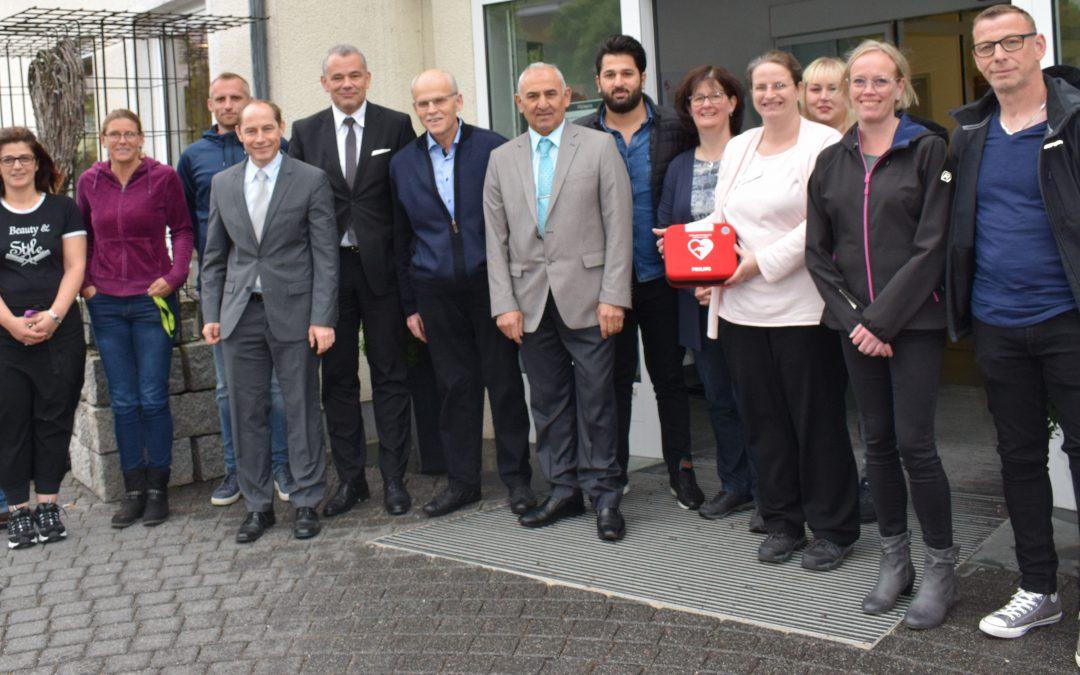 Defibrillator jetzt auch in der Erich Schumm Stiftung